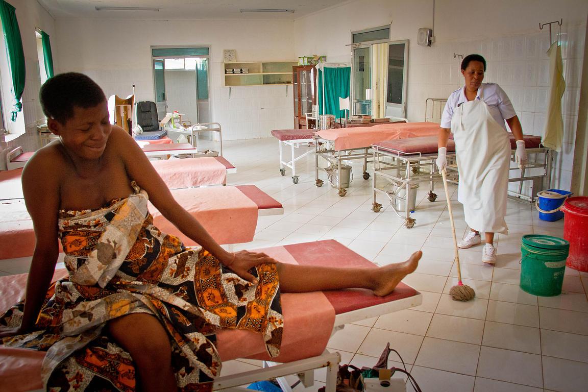 Una extraña enfermedad de Tanzania enciende las alarmas: Los pacientes vomitan sangre y mueren