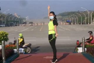Khing Hnin Wai, instructora de aerobic, graba sin darse cuenta el golpe de Estado en Myanmar
