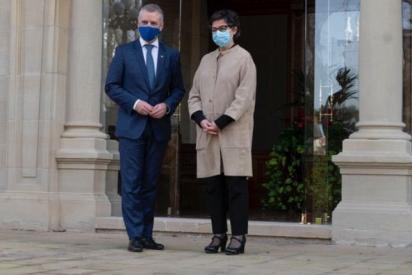 La ministra de Exteriores deja al Gobierno a la altura del betún al dar categoría de Estado al País Vasco