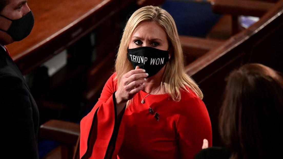 ¿El fin de la democracia en EEUU?: expulsan a una congresista 'de QAnon' de sus puestos en comités
