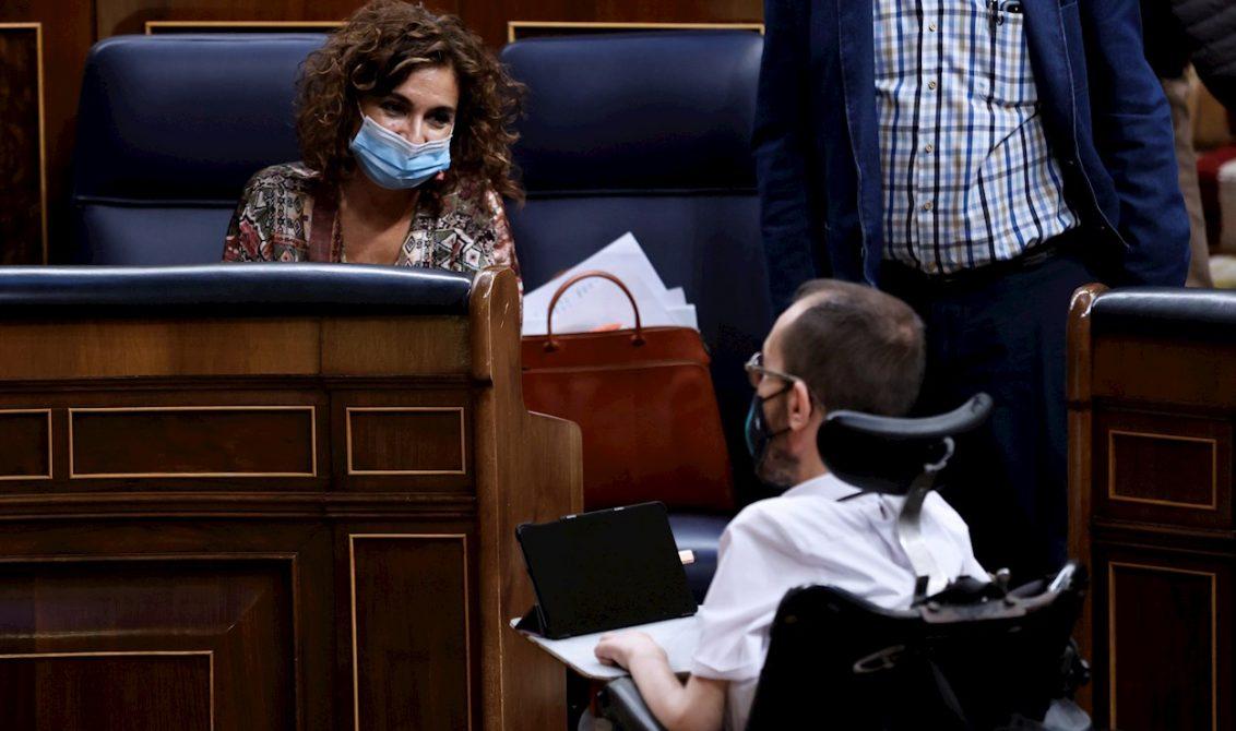 María Jesús Montero blanquea el apoyo de Echenique a los radicales que incendian Madrid y Barcelona