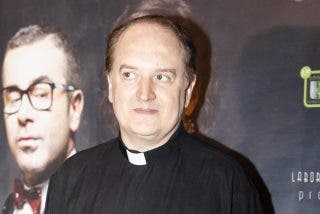 Mutismo en Defensa: el polémico cura televisivo Padre Apeles, del plató a Capitán del Ejército