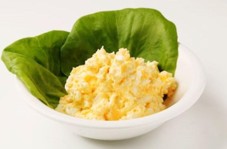 ensalada de huevo americana
