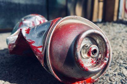 Un celópata, detenido por pintar y destrozar el coche de la pareja de su exnovia