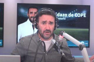 """Vehemente enfado de Juanma Castaño con sus tertulianos en directo: """"¡Dejad los móviles!"""""""