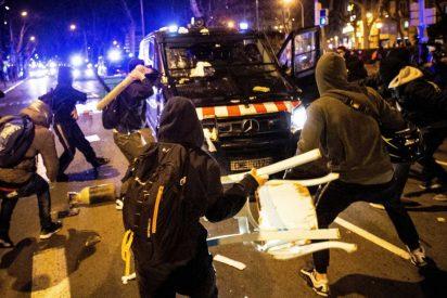 """Un policía explota durante los disturbios por Hasel: """"¡Qué impotencia ver que los políticos no te defienden!"""""""