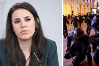 El agente de la UIP pateado por los 'haselianos' es una mujer policía, pero Irene Montero calla como una p...uerta