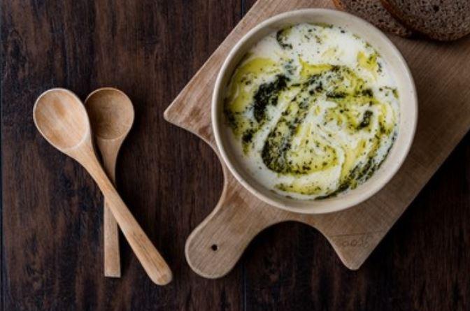 Sopa de yogur al estilo turco