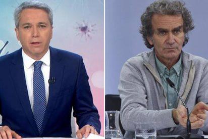 El soberbio 'pinchazo' de Vicente Vallés a Fernando Simón por alentar el caos en la vacunación