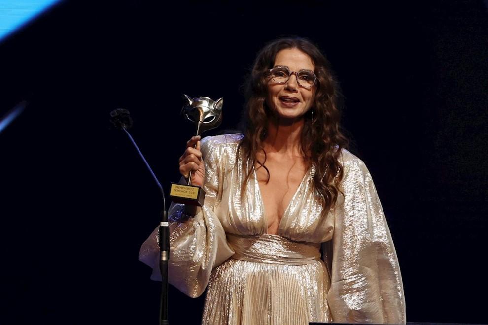 Victoria Abril, sin mascarilla, pide disculpas en los premios Feroz con un discurso frío y poco creíble
