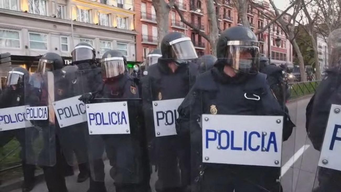 Madrid: la manifestación de facinerosos se disuelve, acogotada por los antidisturbios de la Policía Nacional