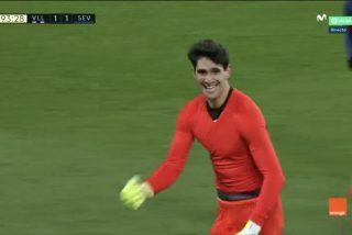 El asombroso gol con el pie de Bono, portero del Sevilla, en el minuto 93 para empatar con el Valladolid