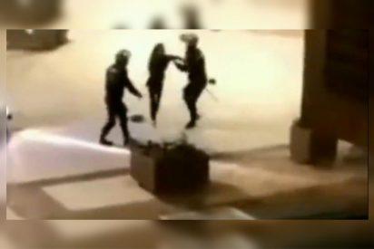 La Policía Nacional expedienta a dos agentes que golpearon a una chica por incumplir el toque de queda