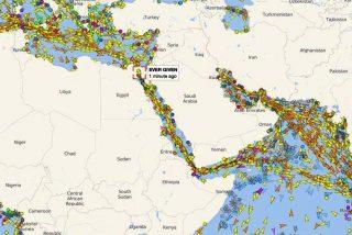 Está es la foto, hecha desde el espacio, del atasco de barcos causado por el carguero encallado en el Canal de Suez
