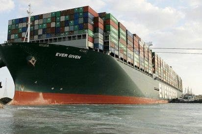Logran desencallar el buque 'Ever Given', que bloqueaba el Canal de Suez desde hace una semana