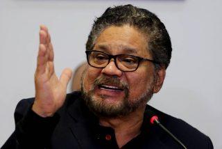 Reaparece el narcoguerrillero de las FARC Ivan Márquez, exhibiendo armas vendidas por Rusia a Venezuela