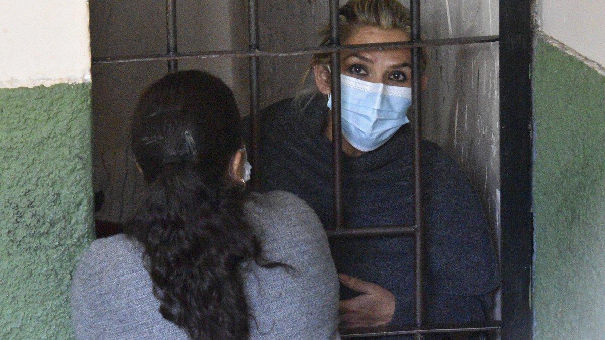 Reprochan a Josep Borrell su inacción ante la detención ilegal de Jeanine Añez