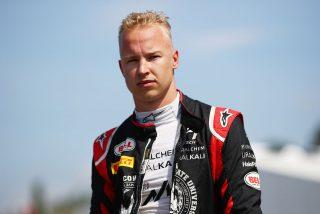 Polémica en la F1 por el 'soviético' coche del piloto ruso Nikita Mazepin