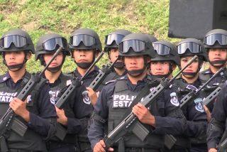 México: los narcos asesinan a 13 policías en una emboscada de carretera