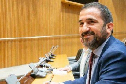 El PSOE, incapaz de sumar la cifra de muertos por Covid, dice que en España hay 142 futbolistas que son gays