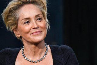 Sharon Stone revela que entró al quirófano para quitarse un bulto y le pusieron dos enormes tetas sin permiso