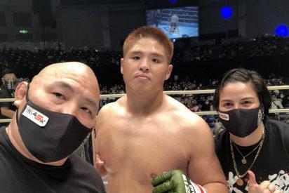 MMA: el japonés sigue golpeando a su rival tras ganar por nocaut y desata una bronca antológica
