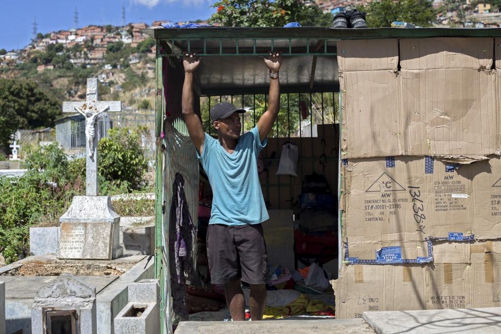 Venezuela chavista: la gente muerta de hambre que vive entre las tumbas del Cementerio General del Sur