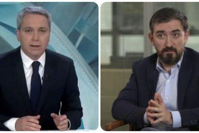 Vallés desmonta el bulo de Escolar que aseguró que el presentador de Antena 3 moderaría el debate del 4-M