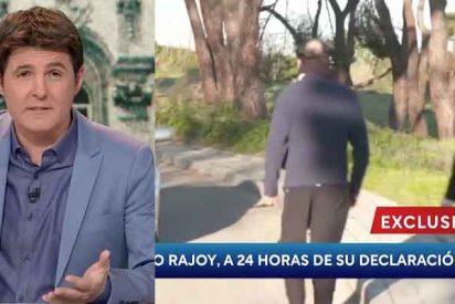 Lamentable asalto callejero de una enviada de Cintora (TVE) a Rajoy para hostigarle con Bárcenas