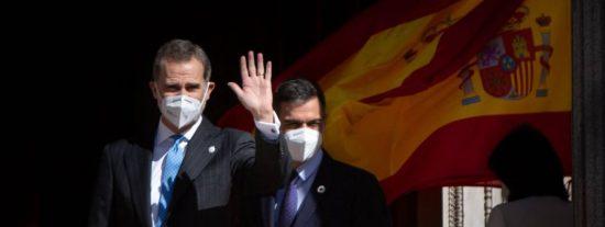 La puñalada trapera de Pedro Sánchez a Felipe VI: El PSOE apoya que se despenalicen las injurias al Rey