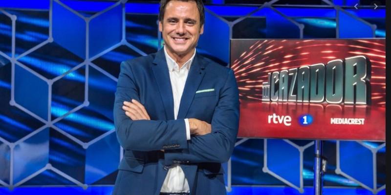 TVE, suma y sigue: el concurso 'El Cazador' se mofa del máster de Pablo Casado y tiene que pedir disculpas