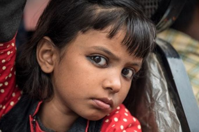 niña hindu ojos pintados kajal