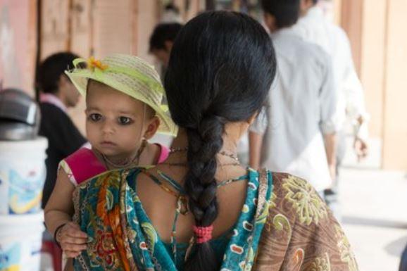 niño hindu ojos pintados kajal