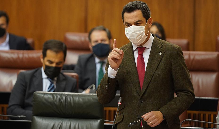 Juanma Moreno insta a la vacunación masiva y rápida como solución para salir de la crisis de forma inmediata