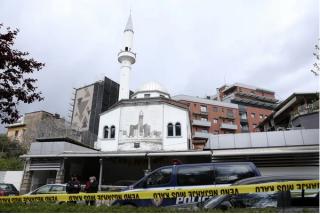 Apuñalan a cinco musulmanes dentro de una mezquita en Albania
