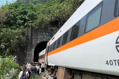 Taiwán: medio centenar de muertos y 200 heridos al descarrilar un tren en medio del túnel