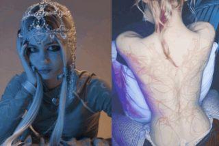 La cantante Grimes, cónyuge del multimillonario Elon Musk, luce sus 'hermosas cicatrices alienígenas'