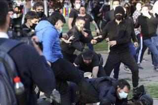 La Policía Nacional atrapa al facineroso de azul que pateó a un agente en Vallecas