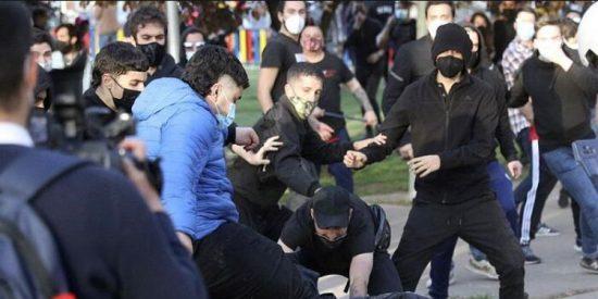 La Policia Nacional atrapa al facineroso de azul que pateó a un agente en Vallecas