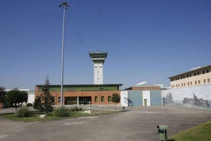 Un preso desata el infierno en la prisión de Dueñas (Palencia) y deja a tres trabajadores heridos