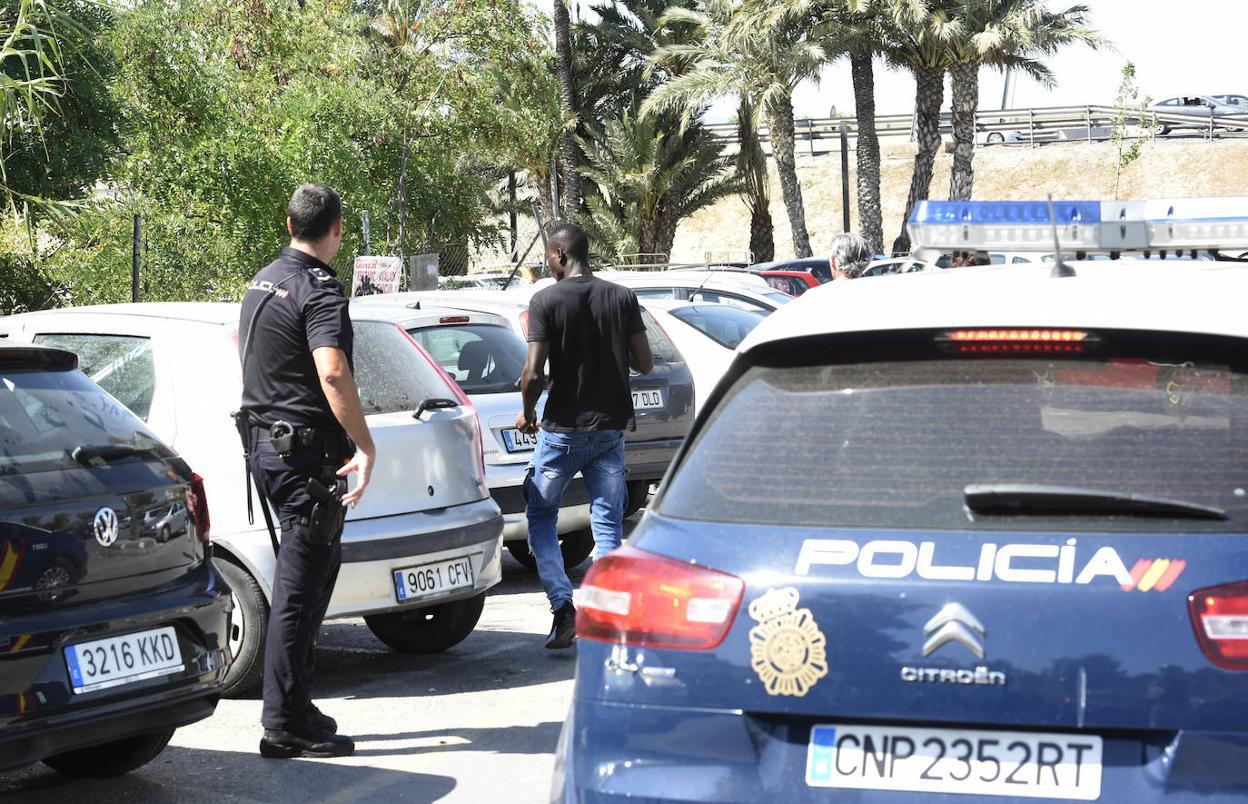 Un gorrilla guineano desfigura la cara a una policía tras una salvaje paliza en una comisaría de Valencia