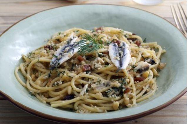Pasta con sardinas o con le sarde. Receta siciliana 👈
