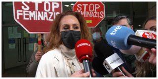 Surrealista: denunciados siete funcionaros por cotillear el expediente de violencia de género de Rocío Carrasco