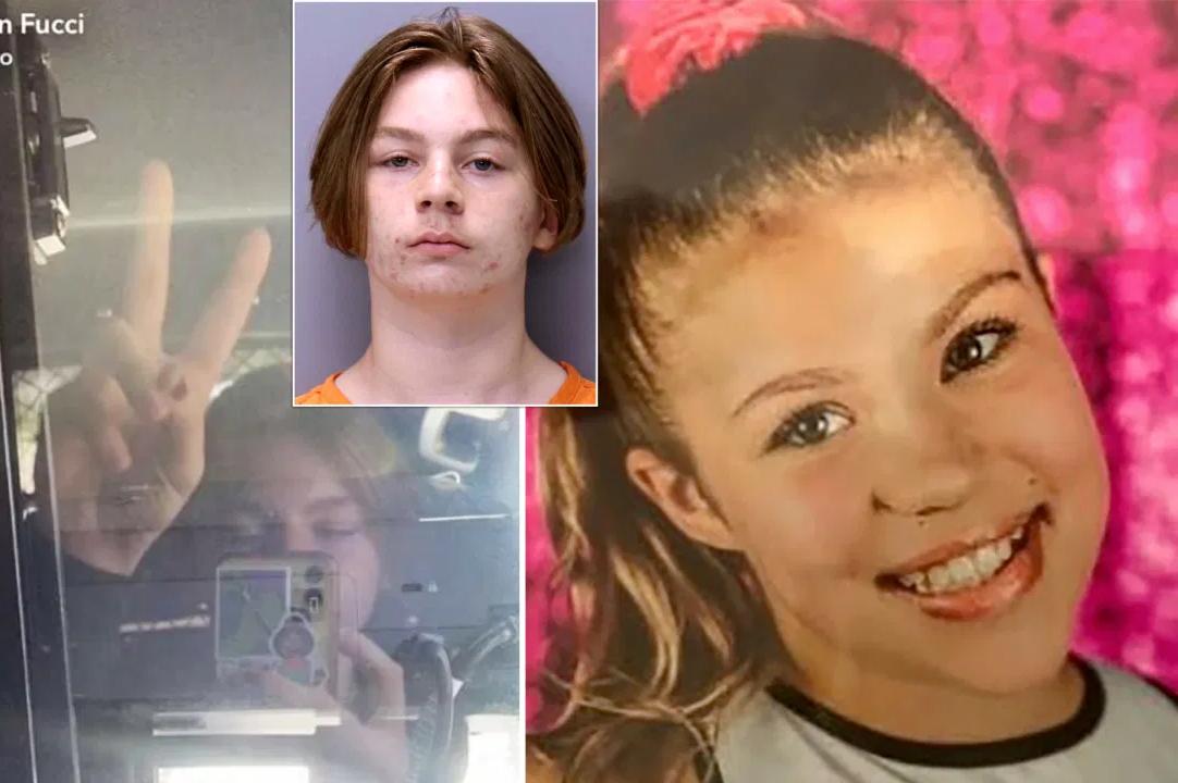 Este chaval asesino se hace un 'selfie' en el coche patrulla burlándose de la niña a la que apuñaló