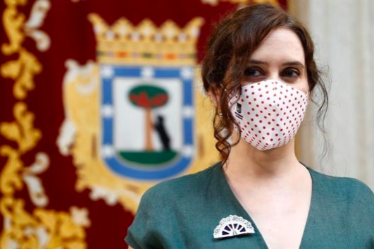 """Ayuso desmiente una 'fake news' de 'El País' con una dosis de ironía: """"Que la realidad no estropee un buen titular"""""""
