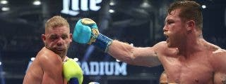 ¡Viva México!: la brutal oleada de golpes de 'Canelo' Álvarez que dejó hecho un trapo a Joe Saunders