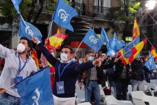 4-M: la juventud madrileña monta una gran fiesta ante la sede del PP