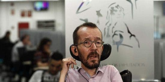 La rabia de Echenique contra un periodista que le pregunta por el 'Pollo' Carvajal y el 'cagazo' del resto de la profesión