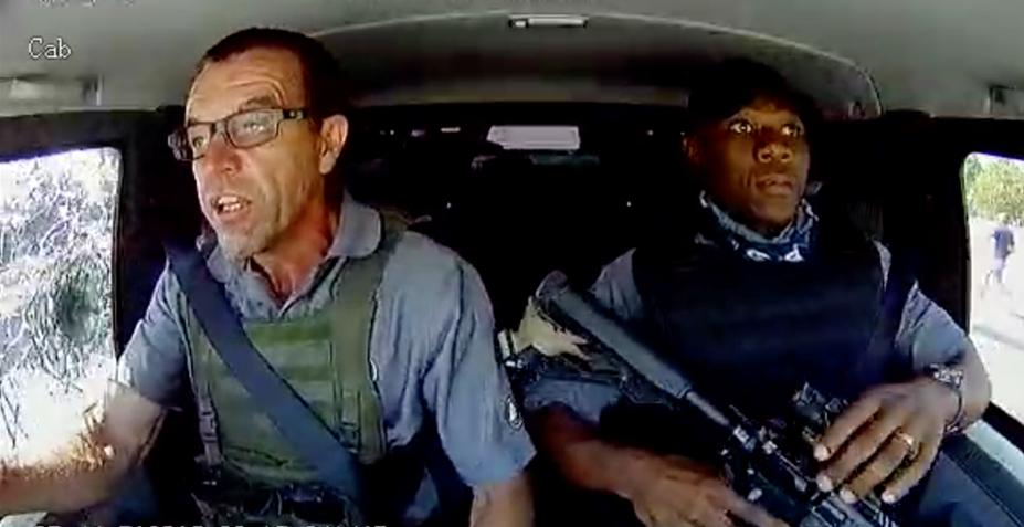 Los nervios de acero del tipo de las gafas, cuando los atracadores asaltan su furgón blindado