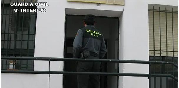 Apuñala hasta la muerte a su madre y después se quita la vida en Castellón